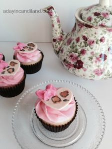 Fondant Leopard Heart Cupcakes with bow