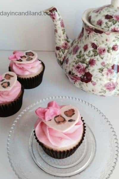 DIY Fondant Heart Cupcakes