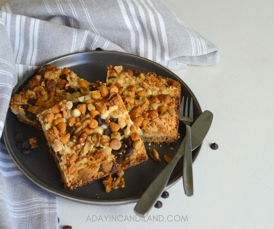 Plate and napkin with 7 layer bars