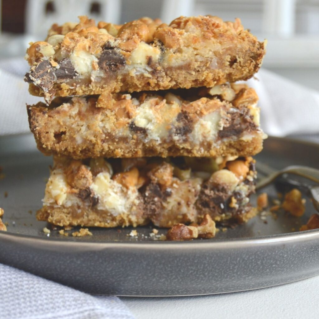 Front view of stacked 7 layer bars